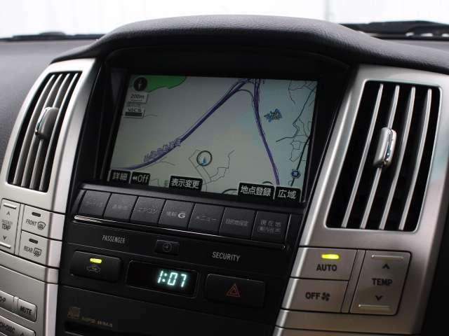 大容量のHDD高精細7型液晶ワイドのタッチディスプレイを採用。ナビ、オーディオや空調などのコントロール機能のほか平均燃費などの車両情報表示を集計しているうえ、より鮮明で精度の高い情報を表示します。