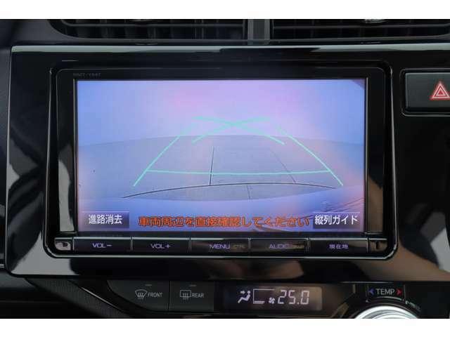マルチ連動バックモニターになります。車両後方の状況をディスプレイに表示し車庫入れや縦列駐車の後退操作をサポート致します。