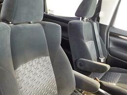 運転席シートも使用感のないとてもきれいな状態です!