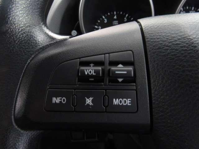 ハンドルにスイッチがあり、左側のオーディオ操作のスイッチにて音量調整等をナビを直接触ることなく操作ができます。加えて、クルーズコントロールが右のスイッチで行えるので、高速道路の運転が楽になりますよ!
