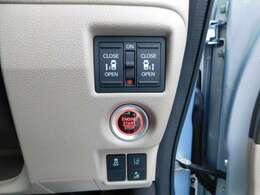 運転席右側操作パネルの画像です。両側電動スライドドアで、便利です。