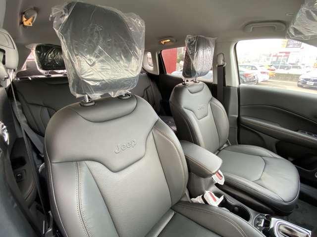 4ウェイパワーランバーサポート付きフロント8ウェイパワーシート。シートヒーターも付いております。