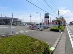 お世話になります、担当の飯田と申します。お客様の安心安全のカーライフは私にお任せください!赤い看板のトヨタが目印です♪