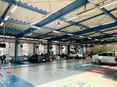 大型の整備工場完備。