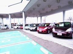 広々とした中古車展示場に、軽自動車やコンパクトカー、SUVやミニバン・1BOX等豊富に展示しております。お気軽にご来店下さい。
