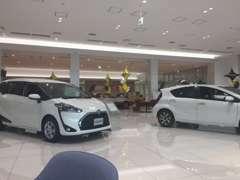 店内には新車の展示も!中古車と同時に検討したいという方も大歓迎です。双方のメリットデメリット、丁寧にお伝えいたします。