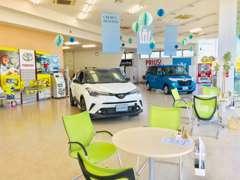 広々とした駐車スペースを設けておりますので安心です!入店後は開放感ある広い商談ルームで皆様の疑問や不安をお聞かせ下さい★