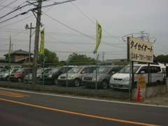 広いスペースでお探しのお車をご覧頂けますように展示しております!