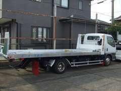 積載車も完備しております。事故などの万が一の際もお任せ下さい。