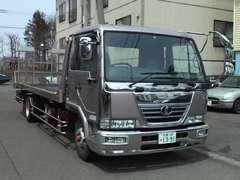 大切なお車を安全に運搬する為自社搬送車もご用意しております。道内外の陸海運輸送の手配もお任せ下さい。