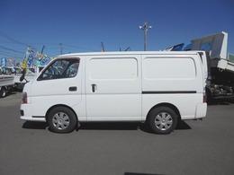 積載1200kg・4ドア・冷蔵冷凍車
