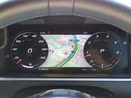 メーター内にナビを映す事が出来ます。視線を動かさずドライビングに集中できますね。