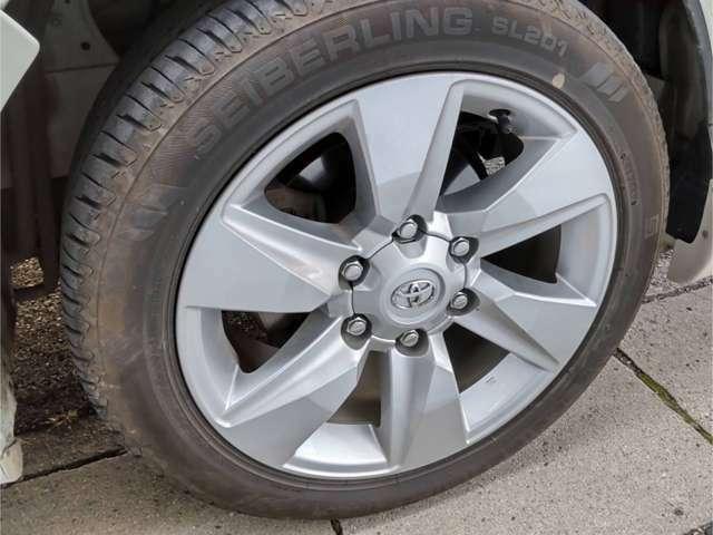 足回りはアルミホイールのほか安全装備として、ABS(アンチロックブレーキ)システムを装着しております。