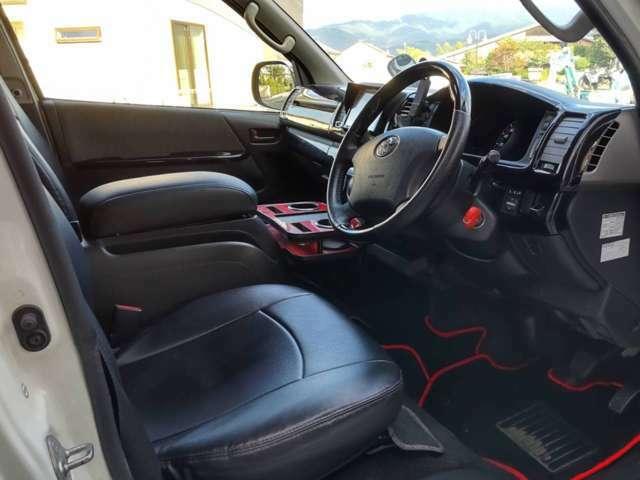 スタイリッシュでありながら、機能的で快適な上質空間を構成。 乗る人の快適性を考慮したシートで、ゆとりを実感。