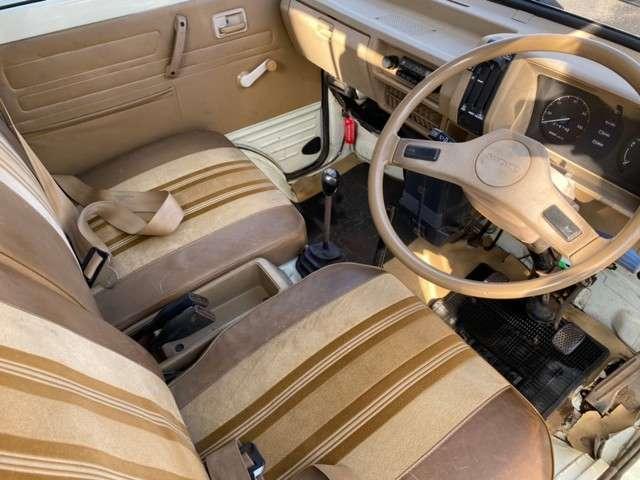 内装:シート汚れ、多少の汚れはございます。