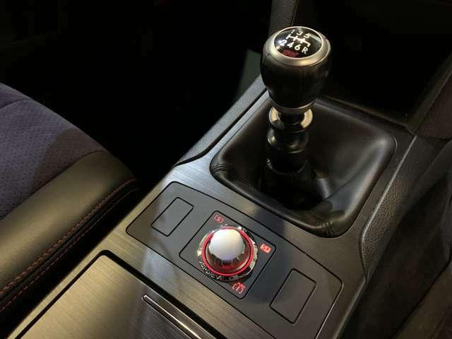 STIシフトノブ☆SI-DRIVE☆走行状況に合わせてインテリジェントモード・スポーツモード・スポーツ♯モードが選べます☆