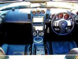 シンプルでスタイリッシュなブラック内装!!安全面でも優れWエアバック&ABS付き!!