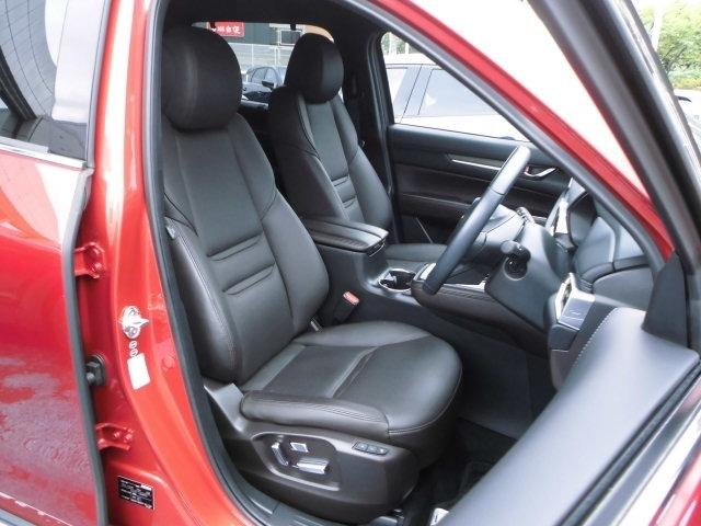 ドライビングポジション設定のし易いシートが装備されてます。