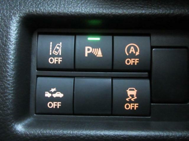 横滑防止装置アイドリングストップ、車線逸脱警報機能、衝突被害軽減ブレーキ、バックセンサー付きです!!