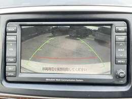バックカメラ、モニター連動で車庫入れも安心です。