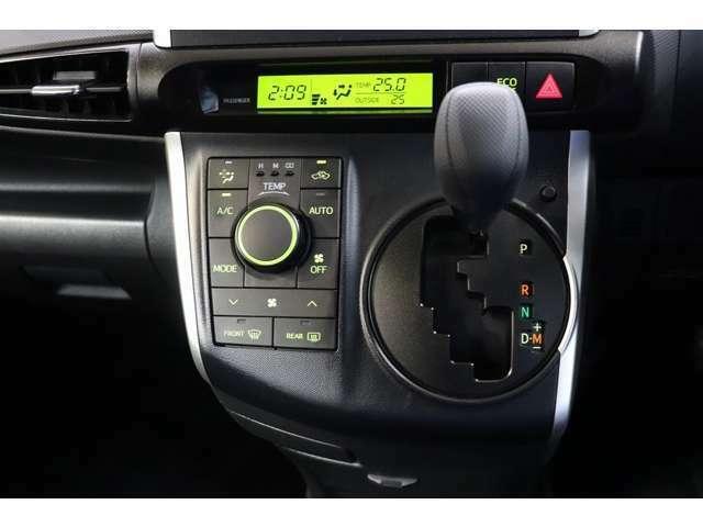 トヨタ純正ナビは年に2回 最新版地図データが発売されます。お車購入時は格安で追加できますのでご利用ください。