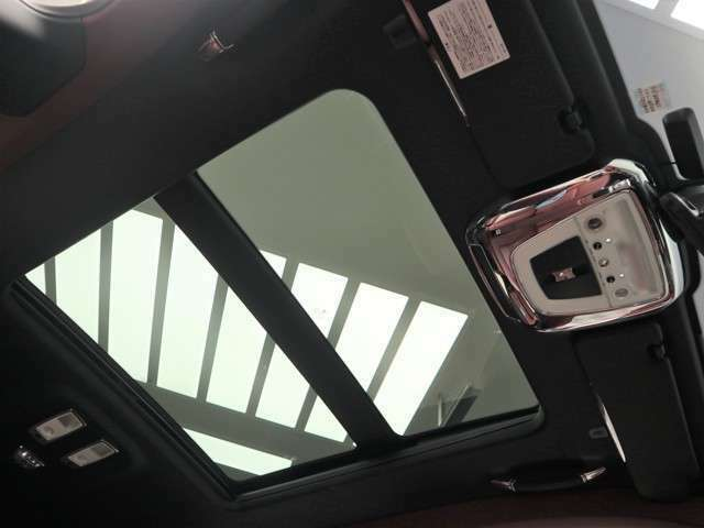 ロッソアーラでは安心の保証体制で業界高水準の第三者機関保証付帯。充実の保証内容で、全国のお客様のエンジョイカーライフをフルサポート致します。(保証対象外の車両もございます)