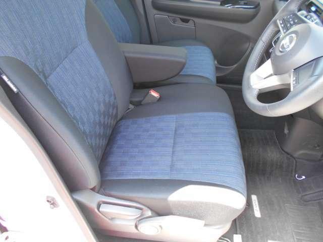 厚みのあるシートです。アームレストも付いています!