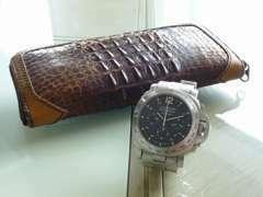 【車好きは時計好き】是非とも語りあいましょう! ちなみに…後ろの財布は40年程前のクロコレザーをリメイクしてみました!