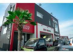 お店の場所は「ハローデイ下上津役店さん・いしむら萬盛堂さん」横です!目印は黒/赤色の建物です!