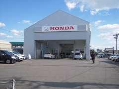 サービス第2工場です、主にここで新車、中古車の納車整備を行っております