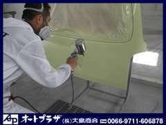 カートップボディーは大島商会の板金工場。キズ・ヘコミ事故修理を最新の設備で行う専門工場です。