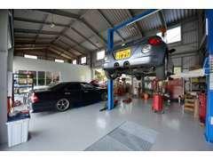 運輸局認証工場完備で車検、点検、修理からお車のドレスアップまで何でもご相談下さい!