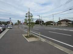 松岡小学校付近の大通り沿いローソン横にお店があります。ご来店する際はお電話頂けるとご案内致します。