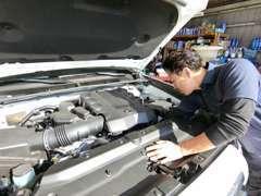 車のプロが丁寧に整備します!国産車・外車問わず熟練された経験を持つ、当店の専門スタッフにお任せ下さい!