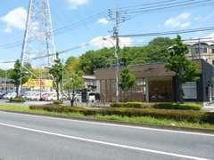 鎌倉街道沿いのお店です。お気軽にお立ち寄り下さい。