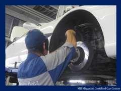 メルセデス・ベンツに精通したサービススタッフが点検整備を入念に実施致します。