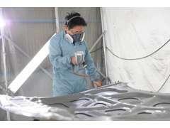全塗装もOK♪擦り傷から事故まで、自費・保検修理を自社鈑金塗装工場(イオンブース完備)にて綺麗に鈑金塗装致します!
