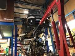 当店は運輸局認証工場です。修理・整備に鈑金塗装までお車のご購入後も当店がフルサポート致します。