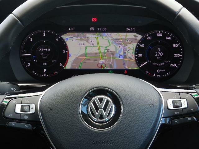 マルチファンクションステアリングはACC(前走車に追従して走行し減速停止する機能)、パドルシフト(ステアリング左右)、ハンズフリーフォンやオーディオ操作などステアリングを握ったままで操作ができます。