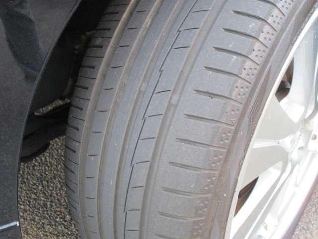 タイヤの残り溝もまだまだ充分あります。