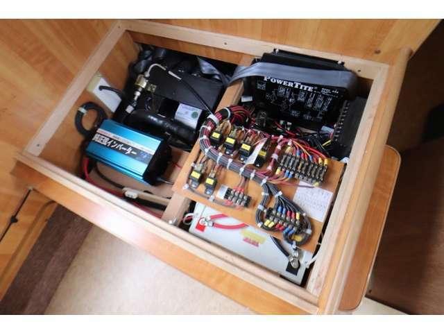 ツインサブバッテリー 1000Wインバーター 走行充電 外部充電