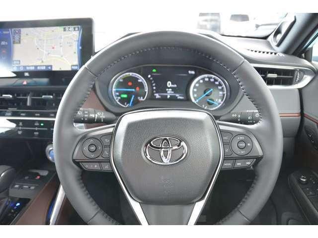 ステアリングスイッチは、12.3型ディスプレイの操作と連携しています!レーダークルーズコントロール(全車速追従機能付)付♪お問い合わせは079-280-1118、カーズカフェ カーベル姫路東まで^^