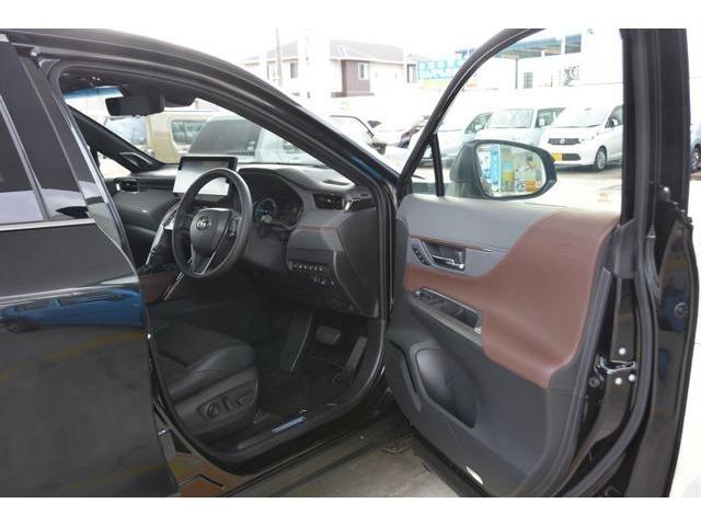 運転席の足元もゆったり^^快適です♪ https://carscafe-carbell.com カーズカフェ公式ホームページもご覧ください。 「 カーズカフェ 」 で検索!