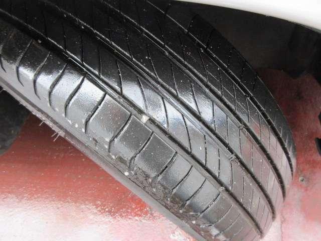 タイヤの溝もしっかりと残っておりますので、車両購入後すぐに交換という心配も出費もございません♪