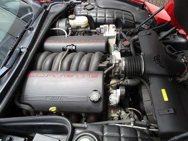 5.7リットルV8エンジン