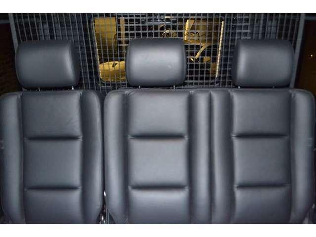 後席も前席同様のデザインとなっており、使用感もなく、とても綺麗な状態です!