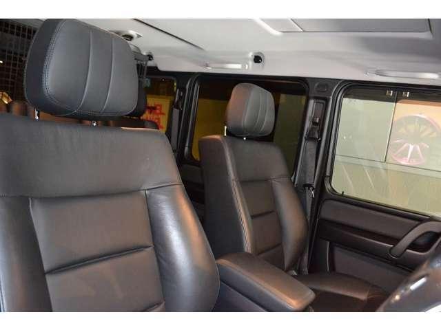 ラグジュアリーパッケージ(¥472,000-)が装備されていますので、ブラック本革シートになっており、全席シートヒーターを完備しております!
