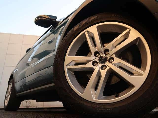19インチホイール装備!力強さと重厚感を感じさせる太めのスポーク、車体全体のバランスを考慮した洗練されたデザイン性でイヴォークの魅力を際立たせます!