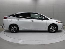 リチウムイオン電池(駆動用バッテリー)の容量を25Ahに増やし、システムの効率化を行ったことで、JC08モード・充電電力使用時走行距離(EV走行距離)を68.2kmに向上させています。
