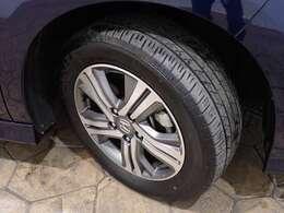 フロントタイヤを撮影しました。タイヤの溝も残っています!